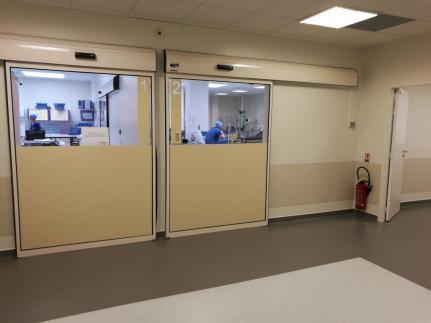 Les SSPI: à G l'hôpital, à droite la clinique